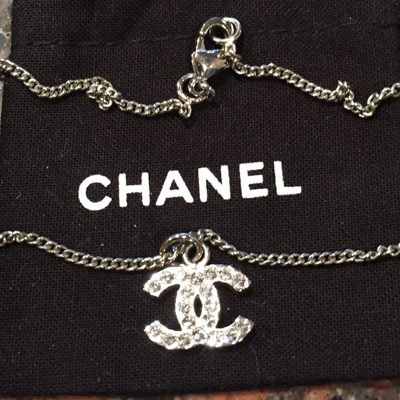 5d9b657ccee8 CHANEL Jewelry - Auth CHANEL CC Logo Pendant Crystals Silver Ncklce