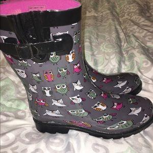 Shoes - Owl print rain boots