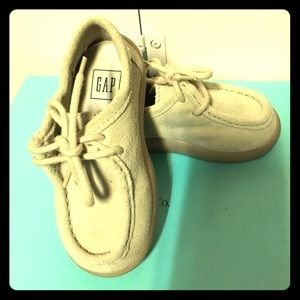 Baby Gap beige suede lace up shoes size 5