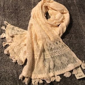 Gorgeous Lucky Brand lace scarf/ wrap NWT