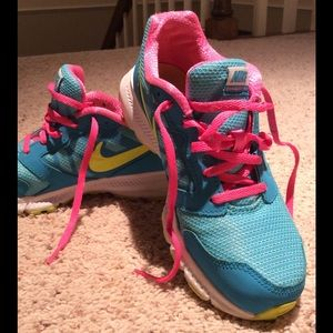 """Nike Other - Girls """"Almost Like New"""" Sneaker 👟"""