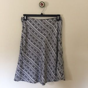 White House Black Market Dresses & Skirts - White House Black Market Silk Skirt Sz 6