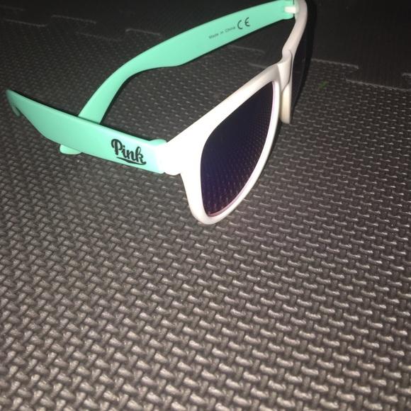 56a043336e Victoria secret pink sunglasses. M 5886af8ff739bc24271677a0
