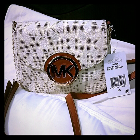 2e71ef88ea7e Michael Kors Bags | Micheal Kors Fulton Vanilla Flap Gsst Crossbody ...