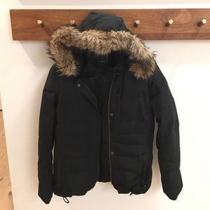 Puffer Coat with Detachable Fur Trim and Hood !