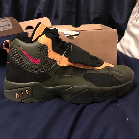 le scarpe nike verde oliva velocità territorio poshmark