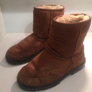 UGG short chestnut boots WORN size 6