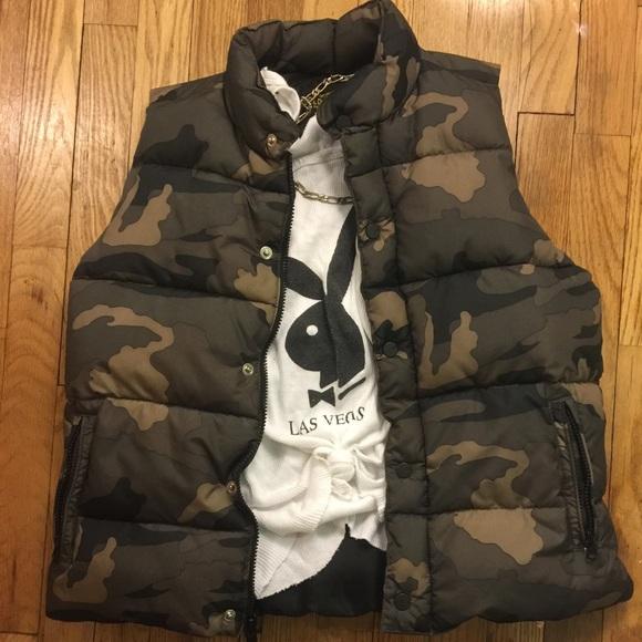 11b5146de947d Fitted camo puffer vest size M. M 5886cd2b6d64bc3e750325a6