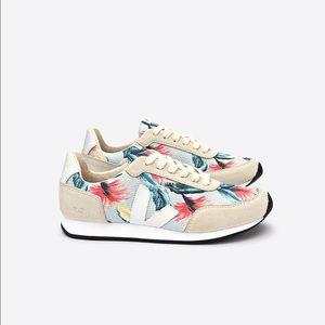Veja Shoes - Like new veja arcade sneakers