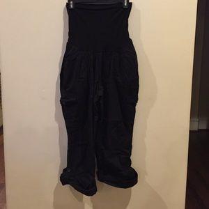Maternity Cargo Capri pants - size XL