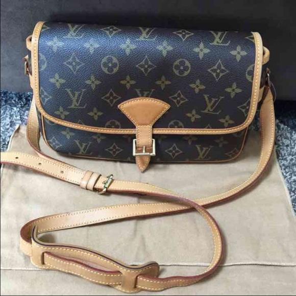 bac3a59bea69 Louis Vuitton Handbags - Louis vuitton sologne crossbody