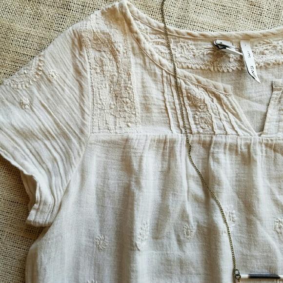 091e21a1df568d Mango White Boho Embroidered Peasant Blouse. M 5886eb4a620ff734e017b2af