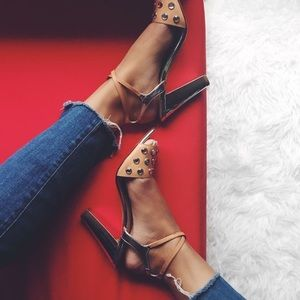 ⭐️HP⭐️Banana Republic heels.