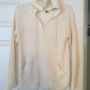 Sweaters - Long sleeved winter white hoodie sweater