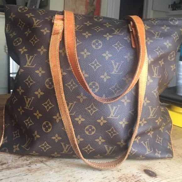 Louis Vuitton Handbags - Authentic Louis Vuitton Cabas Mezzo Monogram Bag 3f839fc76c17f