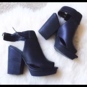 Shoes - Forever 21 Heels black