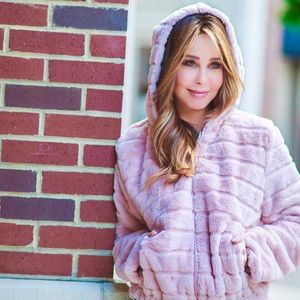 Jackets & Blazers - Faux fur cozy bomber jacket with hoodie!