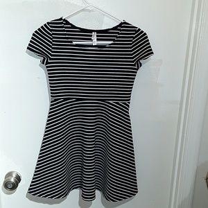 Xhilaration Dresses & Skirts - Xhilaration black and white dress w/ short sleeve