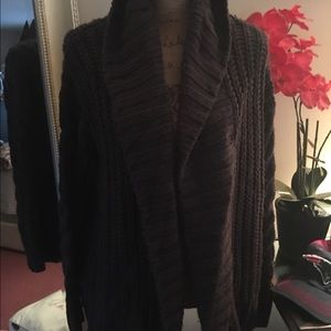 A&F cable knit cardigan (M)