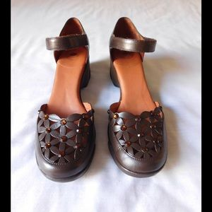 Nurture Shoes - Leather! Brown Wedge Sandals W/Shiny Stones Detail