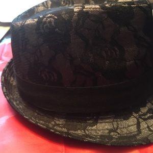 tarnish Accessories - Hat black lace