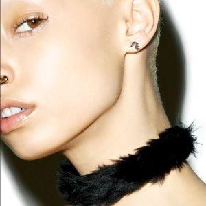 "🎱 ""Fur-Bidden"" Black Fur Choker 🎱"
