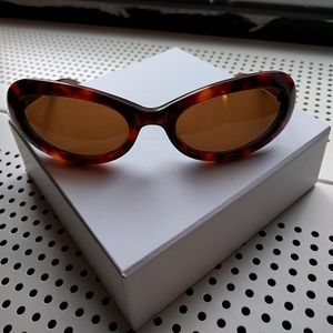 Oliver Peoples Accessories - Oliver Peoples cat-eye sunglasses