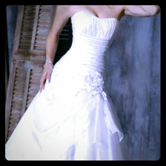 Megan Wedding Dress: 50% Off Maggie Sottero Dresses & Skirts