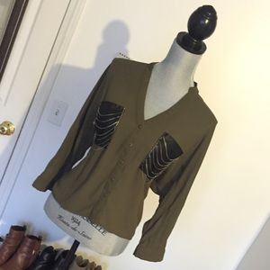 DOUBLE ZERO OLIVE GREEN BUTTON DOWN BLOUSE SIZE M