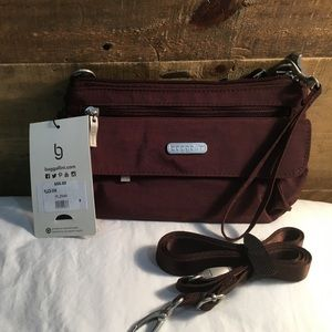 Baggallini Handbags - NWT Baggalini Plaza mini
