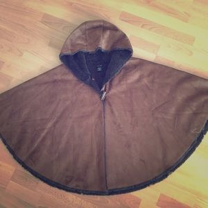 SALE‼️ Brown suede cape with charcoal grey lining!