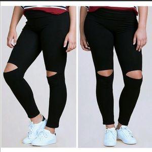 Fashionomics Pants - 💕Black knee Cut out Leggings - Plus 🎉