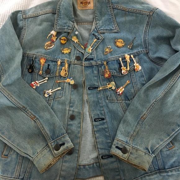 10941fdc8ec Vintage Hard Rock Cafe Denim Jacket   Pins. M 59305ada99086a29d500ccb4