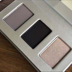 The Honest Company Other - SMOKY GREY • Eyeshadow Trio • Honest Beauty