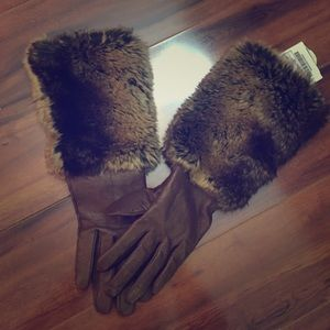 Leather and faux fur gloves
