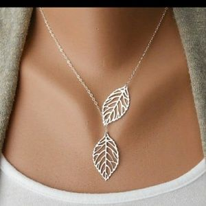 Jewelry - Silver leaf necklace