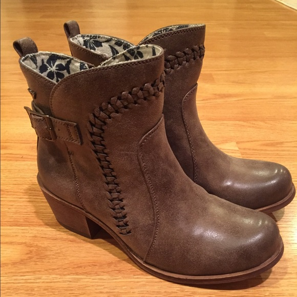 Roxy Tawny Boots