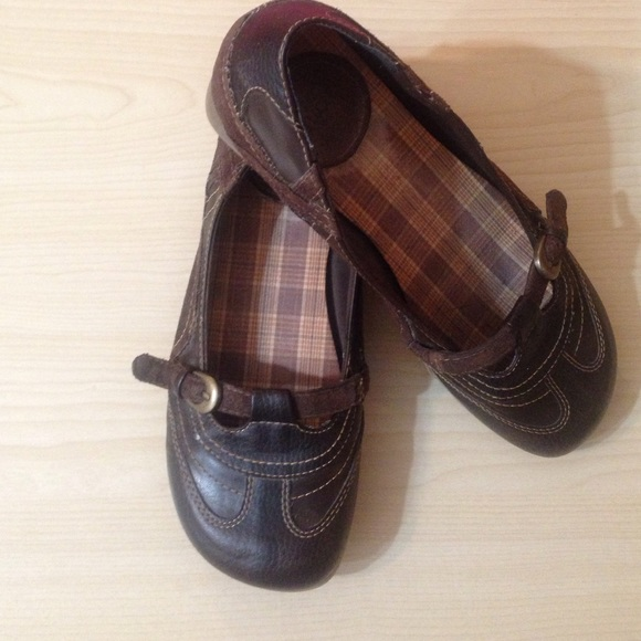 Mudd Saucy brown flats/Mary janes size 9