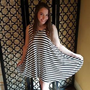 BLACK WHITE STRIPES SHORT TSHIRT DRESS