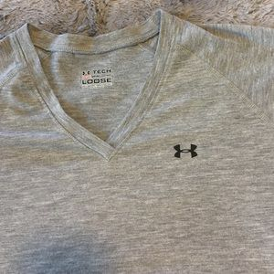 Under Armour Tops - Under Armour Heat Gear Loose Fit