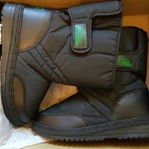 NEW IN BOX ITASCA WINTER BOOTS