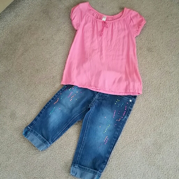 5c5ac4ea3 Select Size to Continue. M_5888ee6199086ab28c00edb0. Top is 6 and jeans ...