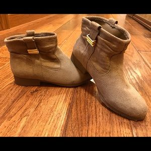 ❗️sale❗️BN suede ankle booties size 6