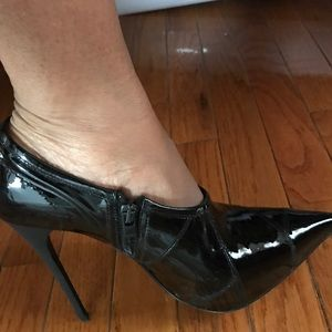 Burberry Black Patent Leather ankle boot/heel