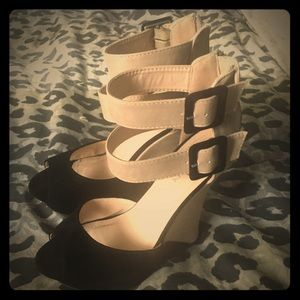Liliana Shoes - Almost new Lilianna 2 tone platform sandals