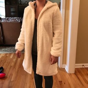 Cream/white faux fur Forever 21 coat. Size M