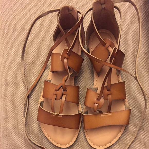f74090abcfdc Old Navy Lace Up Gladiator Sandals. M 588948ea4e95a3b06e0081f6