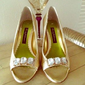 Beverly Feldman Shoes - NWT Beverly Feldman Gold Leather Peep-Toe Pumps