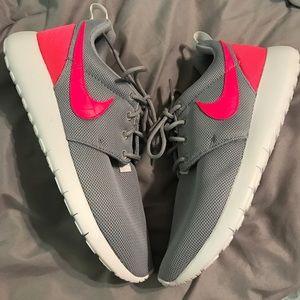 Nike Shoes - New Women's Nike Roshe Brand New