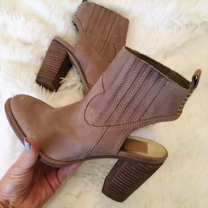 Dolce Vita Shoes - NWOB ❤ DOLCE VITA BOOTIES SIZE 6.5